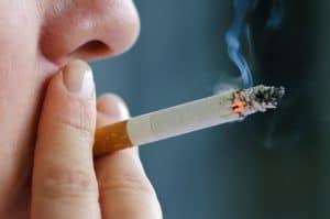 Dr. Joseph Porter en Porter Ortodoncia en Baton Rouge LA discute los efectos del tabaquismo en los dientes de la boca y las encías